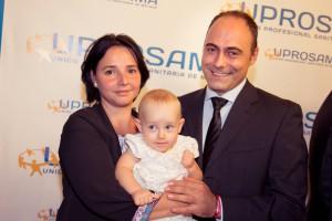 Adriana con su padres, Síndrome de Angelman, Apadrina un Ángel
